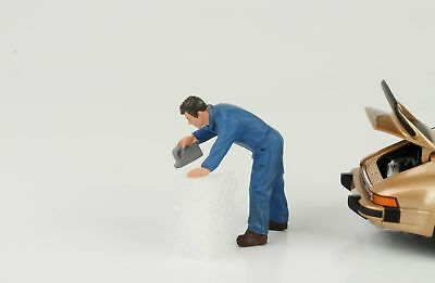 Mechanic Garage Doug Fills Oil Figurine Figurines 1:24 AMERICAN DIORAMA
