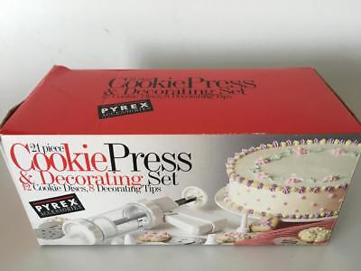 Cookie Press Decorating Set Discs Tips Pyrex Accessories 21 Pieces New in Box.