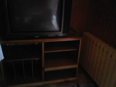 1 fernseher 1 satellitensch ssel und 1 fernseh schrank. Black Bedroom Furniture Sets. Home Design Ideas