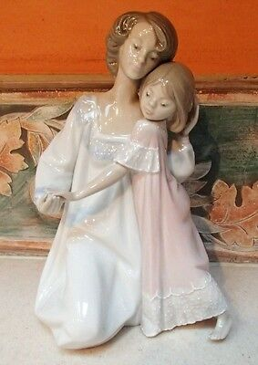 "Lladro #5449 ""Good Night"" Mother & Daughter in night gowns - GOOD, no box,RV$465"
