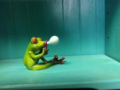 Frog blowing a bubble Figurine NIB