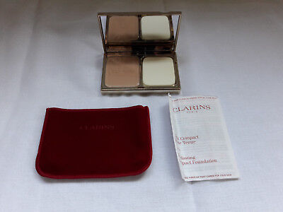 Teint compact haute tenue SPF 15 Everlasting Compact Foundation 107 Beige