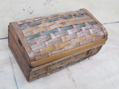 Small wicker box with hinged lid