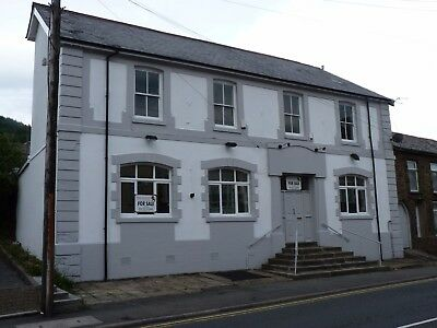 Large Link Detached Freehold 5-6 Bedroom Property with easy access to Cardiff