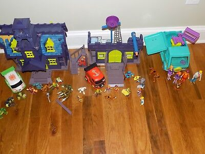 Scooby Doo Mystery Mansion Pirate Fort Mystery Machine Time Trap Figures