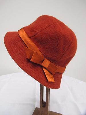 VINTAGE 1940's YOUNG GIRL'S RUST COLOURED TWILL FABRIC CLOCHE HAT