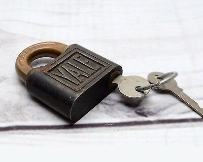 Vintage YALE TOWNE MFG Canadian Brass Padlock with Key