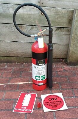 3.5kg CO2 Fire Extinguisher with sign and bracket