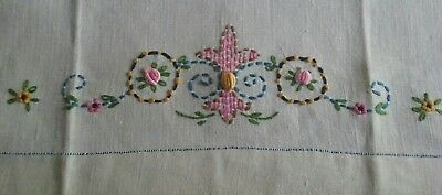 """Beautiful Vintage 21"""" Linen Guest Or Tea Towel ~ Hand Embroidered ~ Floral"""