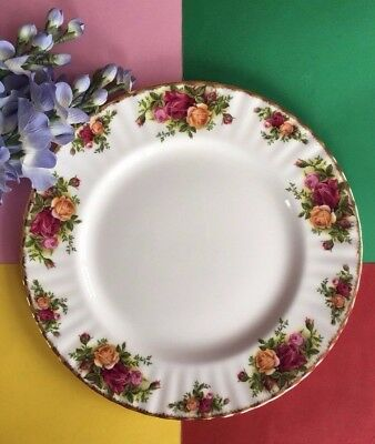 """Vintage Royal Albert """"Old Country Roses"""" Bone China 27 cm Fluted Dinner Plate"""