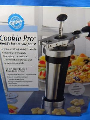 Wilton Cookie Pro Deluxe Press w/ 10 Discs -- COMPLETE In Box!
