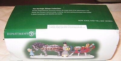 Dept 56 NEW ENGLAND VILLAGE SERIES LOADING THE CUTTER FOR CHRISTMAS -