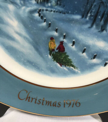 AVON Christmas Plate 1976 Wedgewood Bringing Home the Tree
