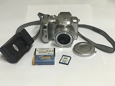 Kodak EasyShare Z612 6.1 MP Digital Camera with 12xOptical Zoom w/ BONUS Items