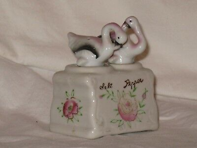 VINTAGE FLAMINGO FIGURINES NODDER SALT AND PEPPER SHAKER - 1950s -VERY GOOD COND