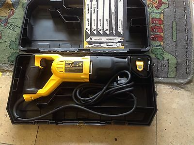 DeWalt DW305PK 230V Reciprocating Saw in Carry Case Heavy Duty