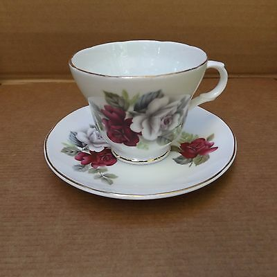 Crown Trent Fine Bone China Cup & Saucer – Staffordshire, Eng-Red & White Roses