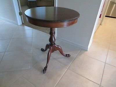 Mahogany Lamp Table / Parlor Table in Excellent Condition