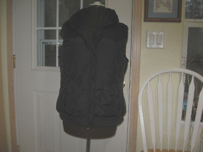 Womans black Old Navy puffer vest size XL. Lined, knit waist band, pockets   872
