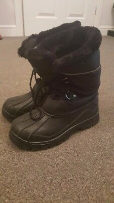 Boys MOUNTAIN WAREHOUSE winter snow boots Size 3 Black. Perfect - worn only once