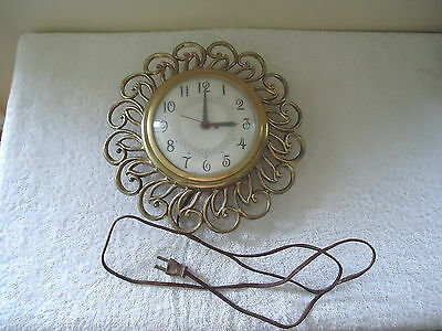 "Vintage United Clock Corp.Wall Mount Round Designed Working Clock "" GREAT ITEM """