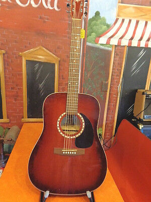 ART & LUTHERIE  Spruce Burgundy GT Acoustic Guitar
