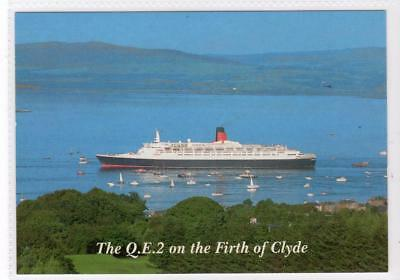 THE QE2 ON THE FIRTH OF CLYDE: Shipping postcard (C31191)