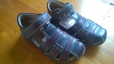 Boys Clarks 28D / US11 Leather sandals *very good condition *pickup 3084