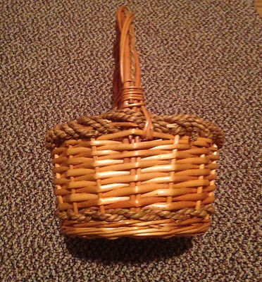 Vintage Round Basket Taller Handle Rustic Farmhouse Country Twist Made in USA
