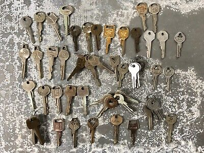 Lot of 50 vintage car keys without codes, GM, Chrysler, Ford, 1930s to 1980s