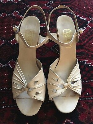 Vintage 70s CREAM strappy LEATHER buckle block heel SANDALS shoes 8.5 B  8 1/2