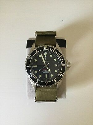 steinhart - ocean one vintage red - automatic diver watch - olive NATO strap