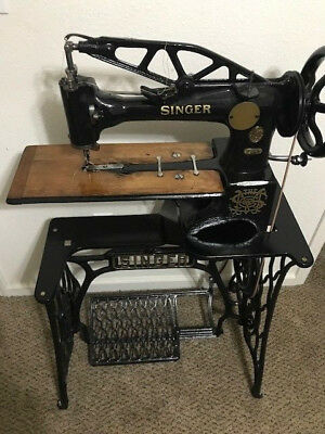 Singer 29-4 Industrial Sewing Machine – Antique Leather Cobbler Patcher