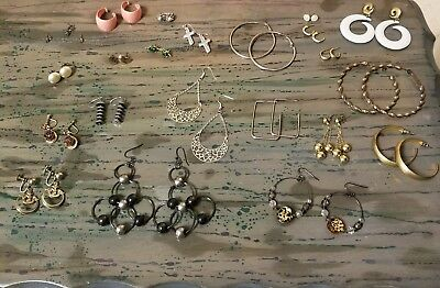 VINTAGE to NOW COSTUME JEWELRY EARRING lot. 22 pairs. Screw back, Clip on ect.