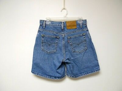 VTG 90s LEVI'S 550  relaxed fit medium wash denim shorts . size 9 . made in USA