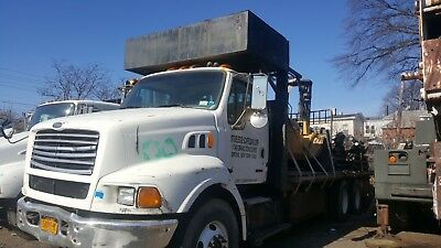 28' FLATBED TANDEM AUTOMATIC Ford sterling LT 950o WITH FORKLIFT