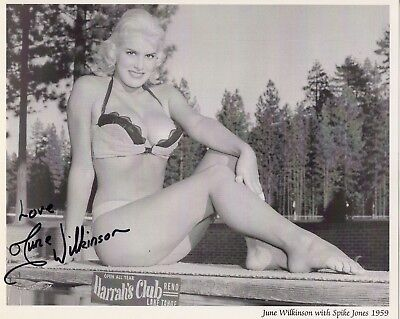 JUNE WILKINSON HAND SIGNED 8x10 PHOTO+COA      STUNNING+VERY SEXY POSE FROM 1959