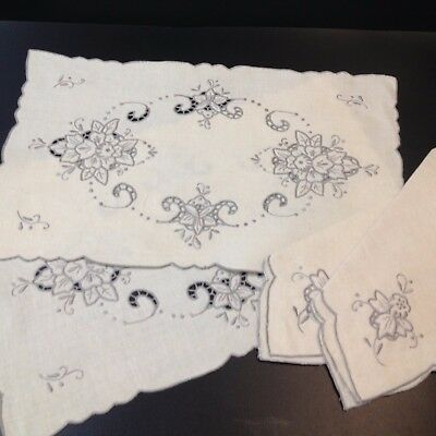 New, with Tag - 2 x Shadow Embroidered Irish Linen Placemats & Napkins - Ecru