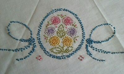 "LOVELY VINTAGE 31""x33"" LINEN TABLECLOTH ~ HAND EMBROIDERED FRENCH KNOTS ~ FLORAL"