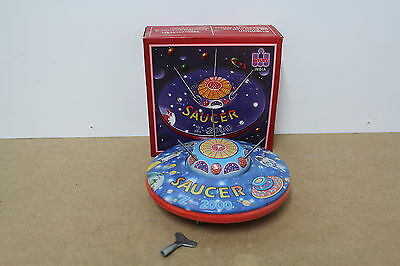 UFO Saucer Z-2000 wind-up WELBY Uhrwerk Schlüssel old Tin Blech Box