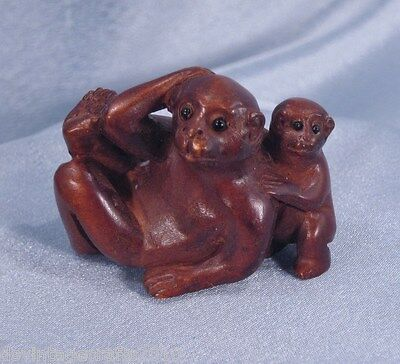 Japanese Netsuke Hand Carved Boxwood Monkey with Baby at Side