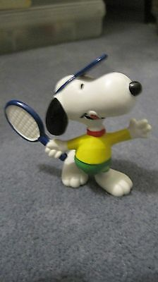 Peanuts Snoopy 1981 Determined PVC figurine Snoopy playing tennis
