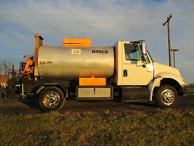 2003 International 4300 Distributor Truck (Rosco 1000 gallon)