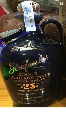 Whisky Glenfarclas Ceramic Blue Decanter 25 Years Old
