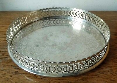 LOVELY ORNATE VINTAGE SHEFFIELD SILVER PLATED CIRCULAR GALLERY TRAY 3 Ball Feet
