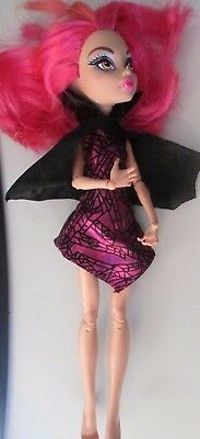 Monster High Emoji Clawdeen Wolf doll bright pink hair no flaws
