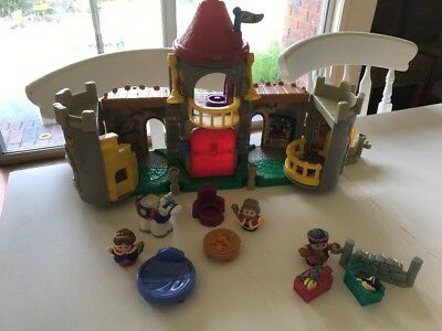 Fisher Price Little People Castle, 3 Figures. Animal Throne Bed Food Table