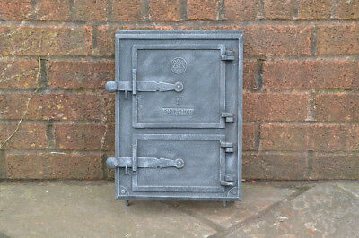26.2 x 35 cm old cast iron fire /bread oven door/doors /flue/range/pizza