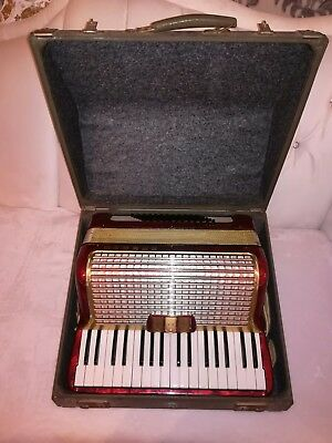 HOHNER CONCERTO II ViNTAGE W-GERMANY PiANO AKKORDEON  72 BASS in Rot mit koffer