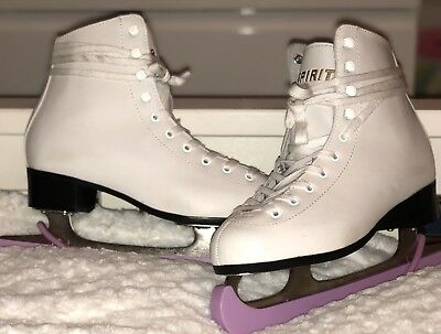 Woman's Figure Skates & Including Skate Guard